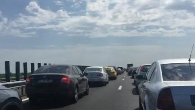 Val de accidente pe Autostrada Soarelui! Se circulă în coloană pe 10 kilometri
