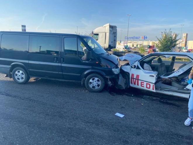 Accident Mediurg: O pacienta aflata in ambulanta a murit, iar un altul e in coma, ventilat mecanic