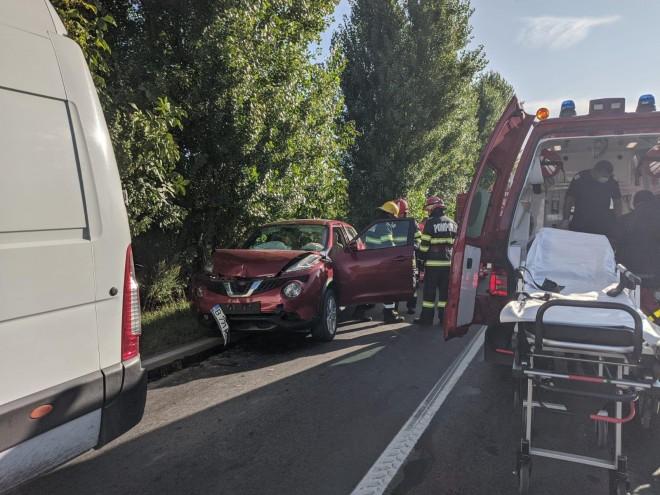 Accident cu descarcerare in comuna Berceni, sat Moara Noua. Trei masini implicate, 4 victime