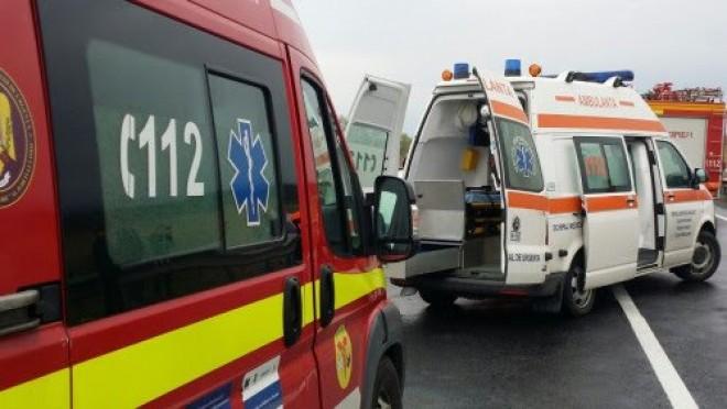 La un pas de tragedie! Un microbuz cu muncitori s-a rasturnat pe DN1, la Movila Vulpii