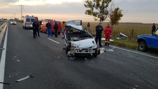 Accident grav pe DN1, la Baicoi. Trei victime au fost transportate de urgenta la Spitalul Judetean