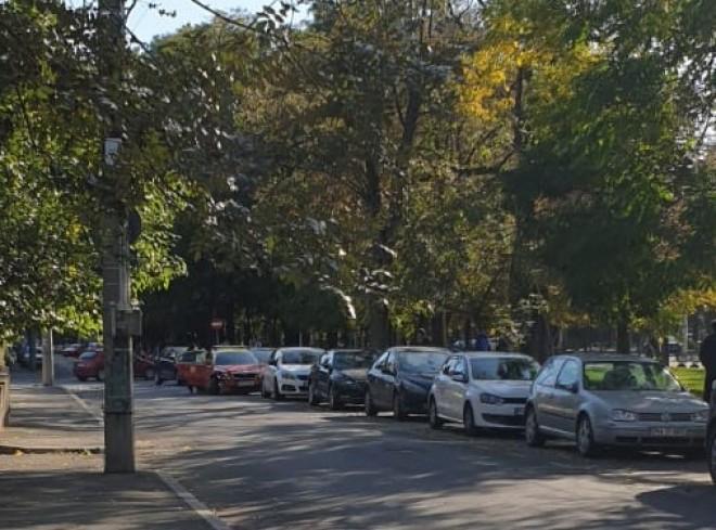 """Inca un accident in """"intersectia prostilor"""", pe Bulevard. Doua masini s-au facut zob"""