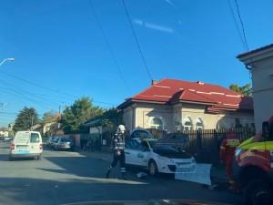 Accident rutier in Ploiesti, pe strada Marasesti. Doua masini, dintre care un taxi, s-au facut zob