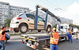 COD RUTIER schimbat. Maşinile parcate ilegal vor fi ridicate de Poliţia Locală