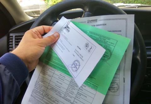 Veşti bune pentru şoferi! Guvernul pregăteşte OUG pentru poliţele RCA. Asta îi va ajuta pe conducătorii auto, dar îi va enerva pe asiguratori