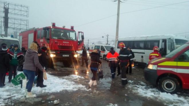 Microbuz răsturnat în Prahova, la Manesti. 7 persoane se aflau în mașină