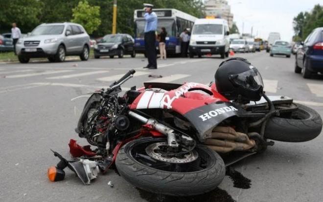 Accident in Ploiesti, pe Cantacuzino. Un motociclist a fost lovit de masina