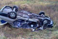 Accident rutier pe DN1, la Băneşti. O msina s-a rasturnat pe plafon