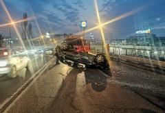 Accident in Ploiesti, pe podul din zona Bereasca. O masina s-a rasturnat