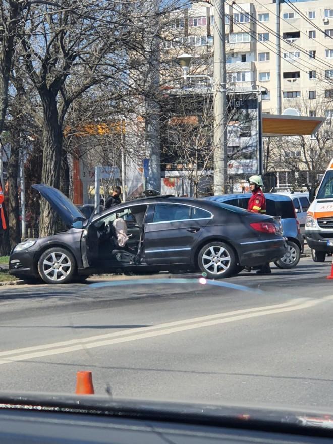 Accident in Bariera Bucuresti, langa UPG. Doua masini s-au facut zob