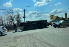 Accident/Camion rasturnat in giratoriul de la Bucov