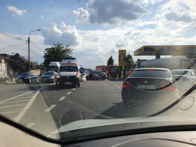 Accident grav la iesirea din Ploiesti spre Bucov. O masina s-a rasturnat, trafic blocat