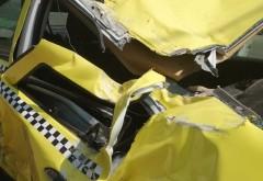 Accident in Ploiesti, zona Halelor Centrale. Doua masini s-au ciocnit, intre care un TAXI