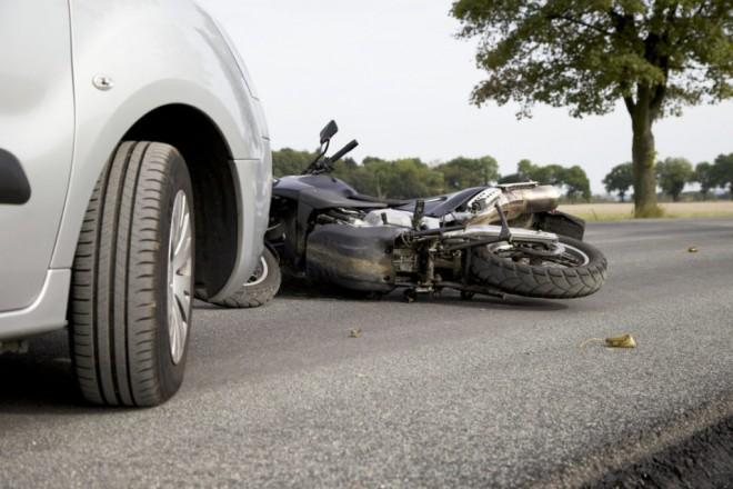 Accident grav in Urlati, strada Orzoaia de Jos. Un motociclist a murit dupa ce a fost lovit de masina