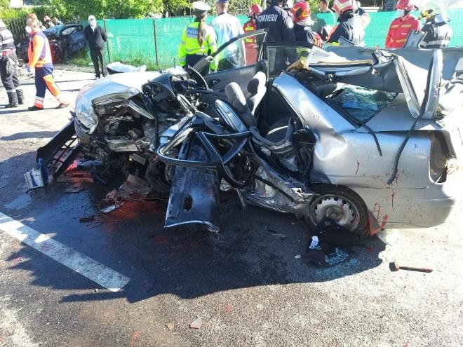 Carnagiu pe DN1, la Nistoresti. 5 barbati au murit intr-un accident groaznic, o tanara se afla in stare grava