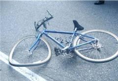 Tragedie in Busteni. Un tanar de 24 de ani a murit dupa ce a intrat cu bicicleta intr-un stalp