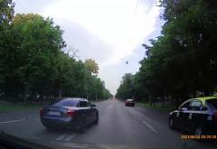 In atentia IJP Prahova: Soferii care rad in nas Politiei Rutiere. Depasire pe Bulevard, pe contrasens, PERICOL PUBLIC/ VIDEO