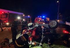 Accident azi noapte, in Magureni. O masina s-a rasturnat, doua tinere au fost preluate de SMURD
