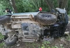 Maşină răsturnată intr-o râpă, la Azuga
