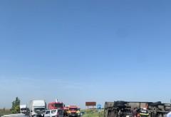 Accident pe DN1B, la iesire din Mizil spre Buzau. Un camion s-a rasturnat dupa impactul cu 2 autoturisme