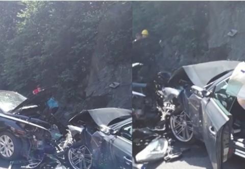 Grav accident pe DN1, în care au fost implicate trei mașini. O persoană a murit, iar cinci au fost rănite
