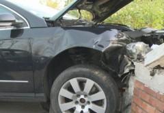 Accident pe DN1, la Pucheni. Un sofer a intrat cu masina intr-un gard. Barbatul era baut