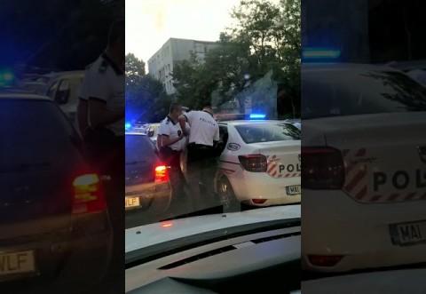 Un bărbat a fost săltat de polițiști chiar în trafic, în zona de vest a Ploieștiului