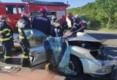 Accident grav pe DN72, zona Bauelemente. O femeie a ramas incarcerata dupa impactul masinii cu un TIR