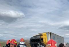 Drumul mortii! Accident mortal pe DN1B, la iesire din Mizil spre Buzau. O masina a luat foc dupa impactul cu un TIR, soferul a decedat