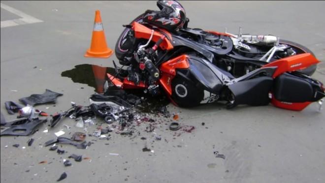 Accident groaznic pe DN1, la Puchenii Mari. Un motociclist are piciorul amputat