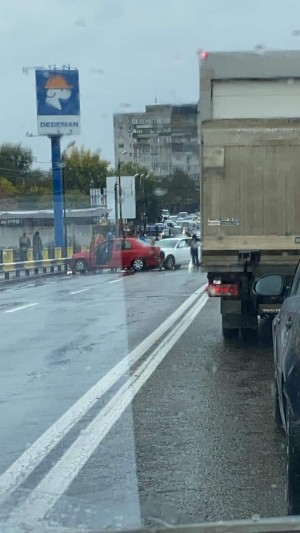 Ploiesti/ Accident pe podul din Bariera Bucov, la Dedeman. 5 masini implicate