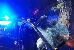 Accident grav in Blejoi. Doi tineri de 19 ani au ramas incarcerati, soferul a decedat la spital