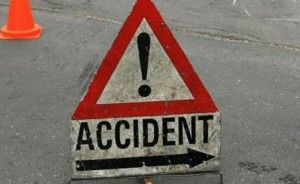 Accident rutier la Măgurele. Un autoturism s-a răsturnat pe carosabil. Cinci persoane, RĂNITE