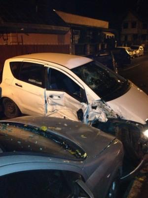 EXCLUSIV/ ACCIDENT VINERI NOAPTE, in Ploiesti. Un tanar beat a lovit 4 masini, pe strada Oltului