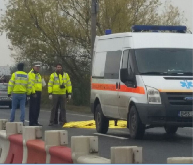 Accident MORTAL pe DN1. Un pieton a fost izbit de un autoturism FOTO