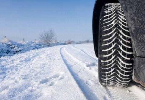 Ce rişti dacă nu îţi echipezi corespunzător maşina pentru iarnă