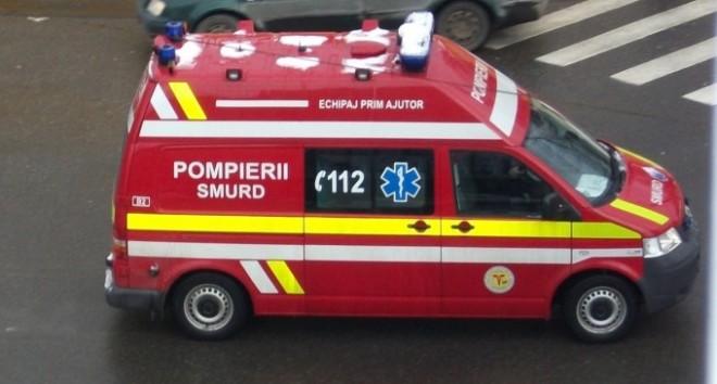 ACCIDENT TERIBIL în Urlați! Un microbuz s-a izbit de un copac. Un MORT și trei RĂNIȚI