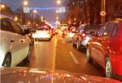 Poliţia rutieră doarme! Trafic INFERNAL în Ploieşti. Cozile se întind pe zeci de metri FOTO
