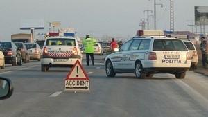 Accident rutier cu PATRU MAŞINI pe DN1, la intrarea în Ploieşti. O persoană a DECEDAT