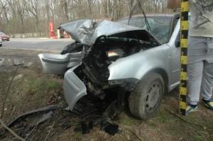 Accident rutier în Brazi. O şoferiţă a intrat într-un copac
