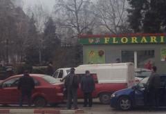 Accidentcu scandal, in centrul Ploiestiului. Doua masini s-au ciocnit la semafor, in fata Postei