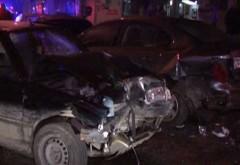 Accident în Valea Călugărească. Un şofer a distrus două maşini şi un chioşc, după care a fugit