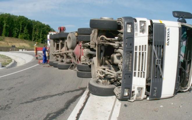 Accident GRAV pe DN 1A. Două TIR-uri s-au ciocnit