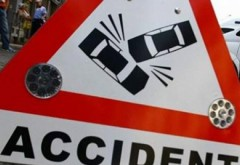 Accident în Prahova. Un microbuz plin cu pasageri, lovit în plin de un autoturism