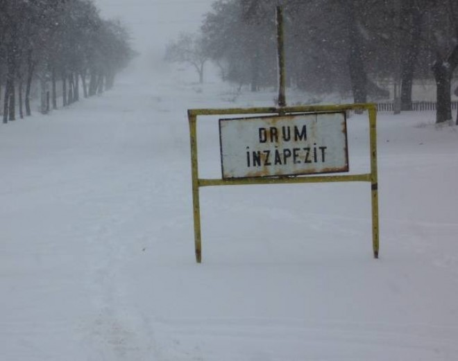Drumuri ÎNCHISE din cauza ZĂPEZII. Starea şoselelor din ţară