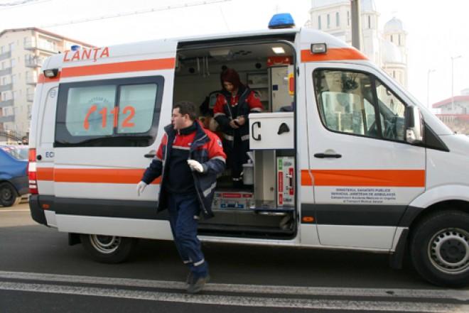 Ambulanţă, implicată într-un ACCIDENT RUTIER în Campina