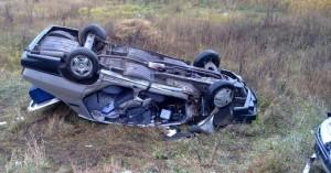 Un şofer s-a răsturnat cu maşina la Păuleşti