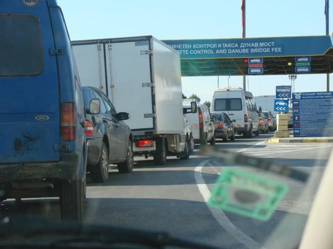 Traficul rutier, ÎNGREUNAT la punctul de trecere a frontierei Giurgiu