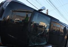 O mașină s-a RĂSTURNAT într-o intersecție din Ploiești