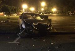 Un şofer teribilist şi-a distrus maşina la Sala Sporturilor FOTO